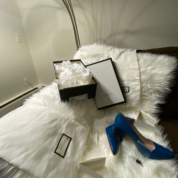 Brand new  Gucci leather pumps,box&dust bags incl
